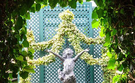 Inspiracion deco flores plantas estatua